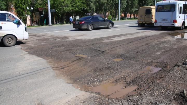 В Самаре на Московском шоссе горожане обнаружили дефект дорожного покрытия