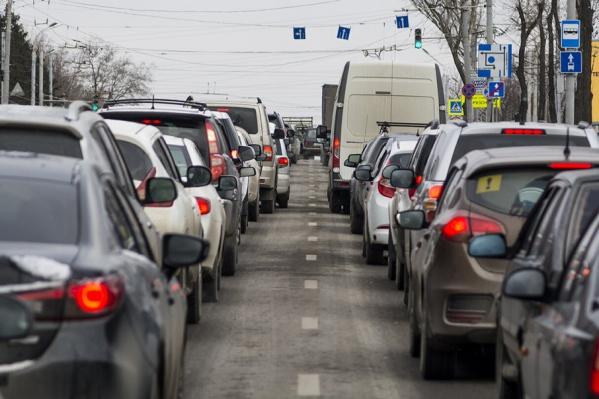 Машины на этом участке дороге едут со скоростью 7 км/час