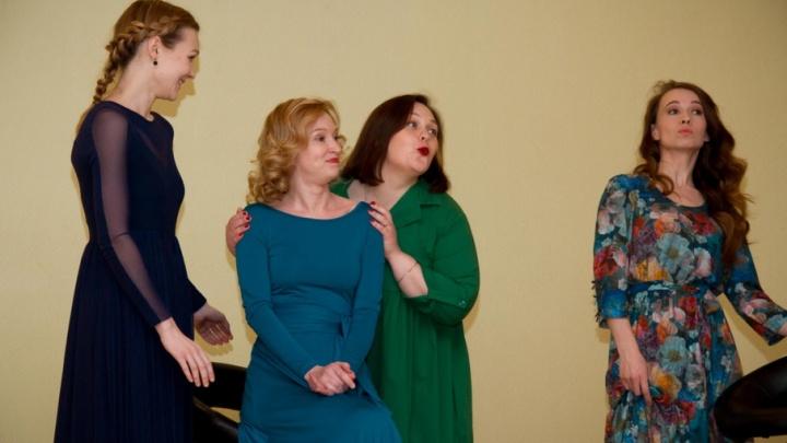 Актрисы театра драмы открыли «Культурную среду» в онкологическом диспансере