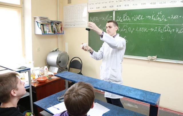 Волгоградские школьники изучали с помощью роботов тело человека