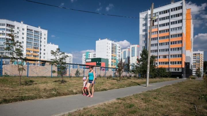 Никто не жаловался: столб посреди тротуара в «Парковом» подвинут в сторону