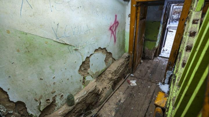 Жители аварийного дома на Свердловском проспекте ждут экстренного расселения три месяца