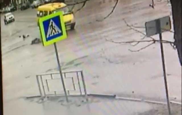 В Шахтах водитель маршрутки насмерть сбил пенсионера