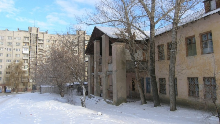 В центре Волгограда ради новой многоэтажки снесут два старых общежития