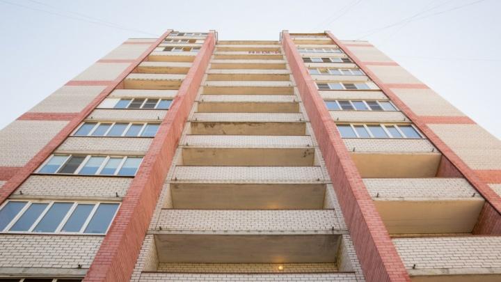 В Ярославле 17-летний подросток выпал с балкона