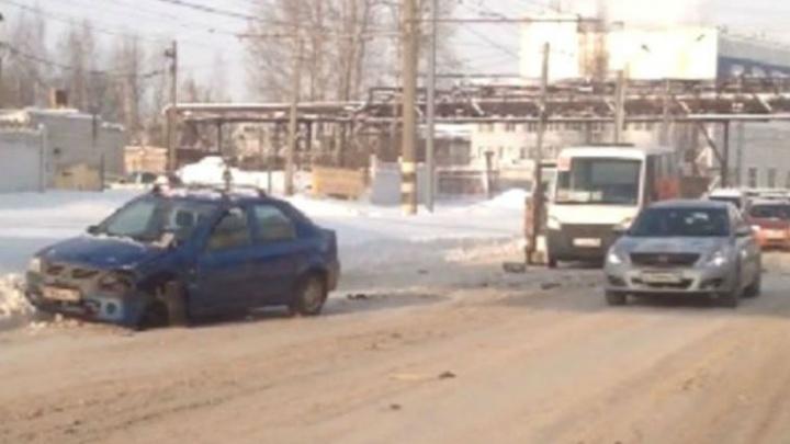 В Ярославле тройное ДТП с маршруткой собрало большую пробку