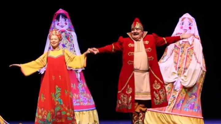 Русский номер с трехметровыми матрешками: как в Испании выступил пермский иллюзионист