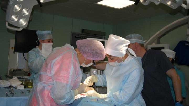Ростовские хирурги провели уникальную операцию по удалению опухоли у трехлетнего ребенка