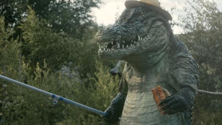 Активист из Волгограда избавил рекламу сосисок от сцены убийства крокодила