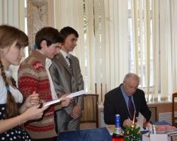 Студенты РИНХа поздравили бывшего ректора с юбилеем