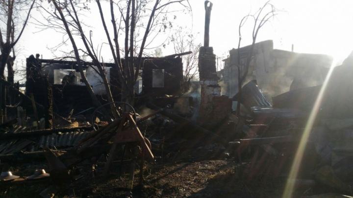 Пришлось самим ехать за пожарными: жильцы сгоревшего в Онохино дома недовольны работой МЧС