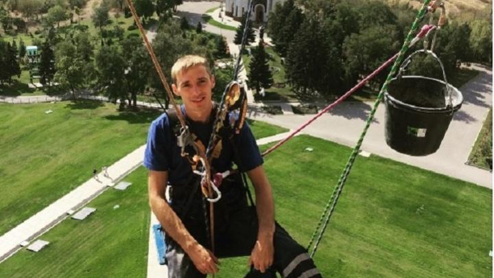 Им сверху видно все: волгоградские альпинисты снимают селфи на «Родине-матери»