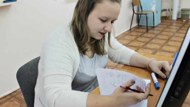 «После уроков я драю полы»: молодая учительница — о своих трудовых буднях