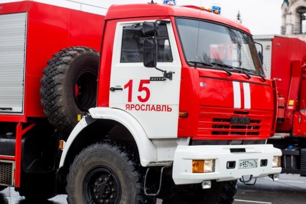 Огонь тушили три пожарных автомобиля и 10 спасателей