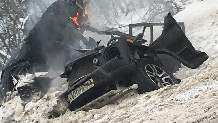 «Как после бомбежки!»: на М-5 под Валами «Нива» влетела в грузовик и загорелась