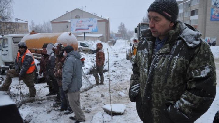 Из-за ремонта появились новые трещины в трубах: жители Кудымкара останутся без воды до конца дня