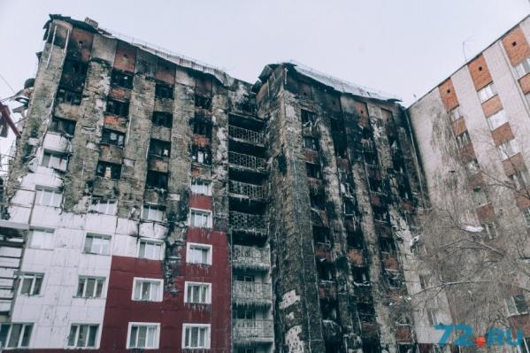 Огонь повредил крышу, стены и половину квартир в могоэтажке