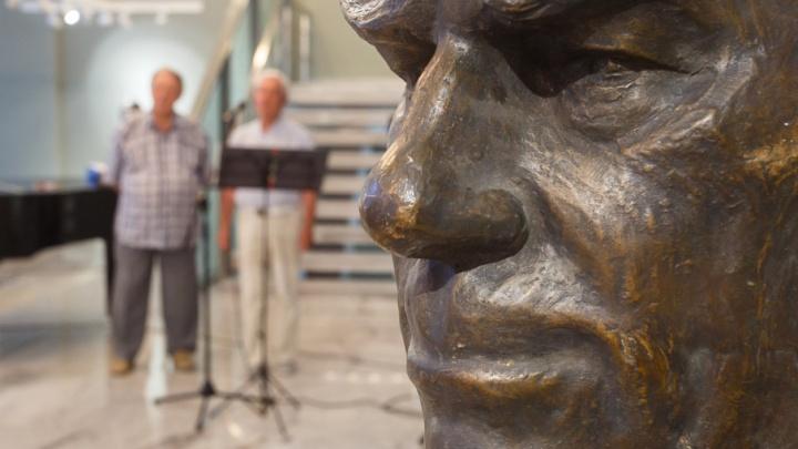 В Волгограде выставили двести работ скульптора Виктора Фетисова