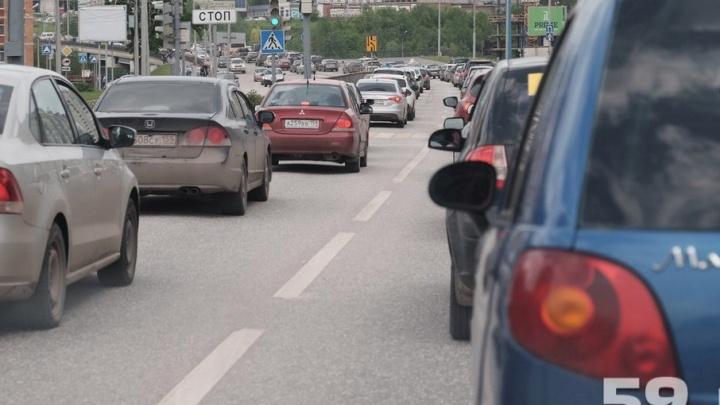 В Сосновом бору пробка: около перекрестка произошло три ДТП