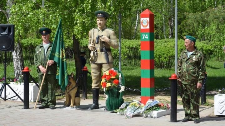К столбу и собаке добавили солдата: на Южном Урале появился памятник пограничнику