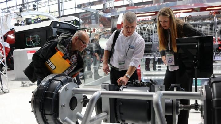 Ростсельмаш представил умную технику на международной выставке в Германии