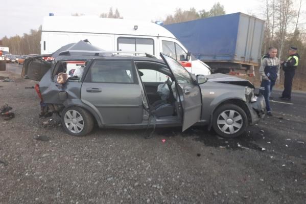 На месте аварии несколько часов работали сотрудники ГИБДД