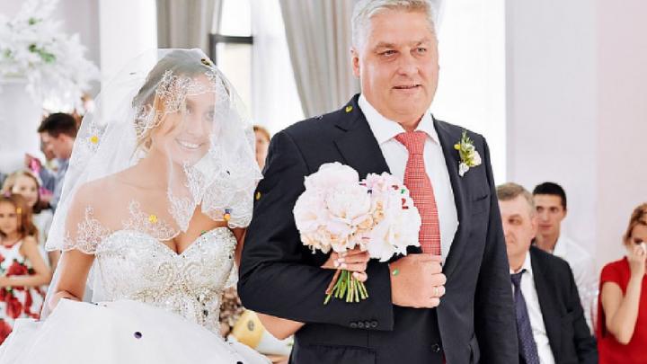 Директор «Трактора» выдал дочь замуж за игрока клуба