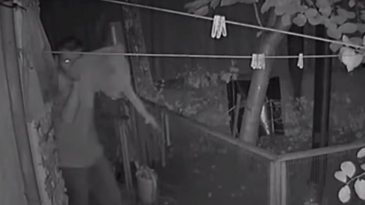 Грабитель избил пожилых собственников коттеджа до полусмерти в Железнодорожном районе