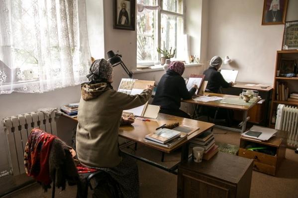 В иконописной мастерской «Добро» уже больше 20 лет пишут и реставрируют иконы