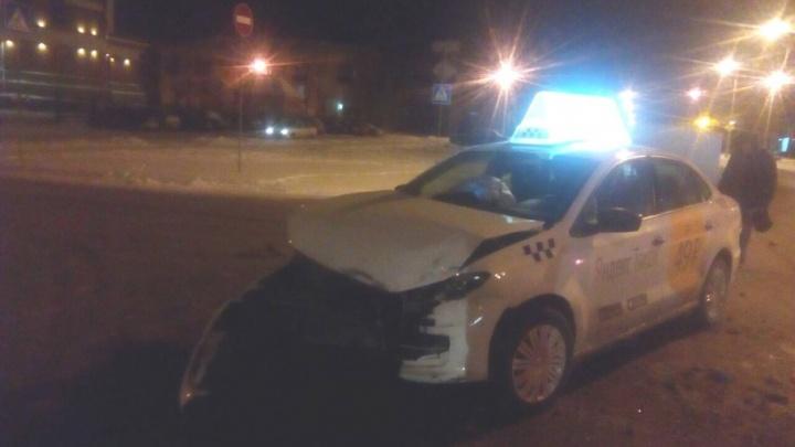 «Водитель уснул или слепой»: пассажирка такси, врезавшегося в ВАЗ, просила остановиться