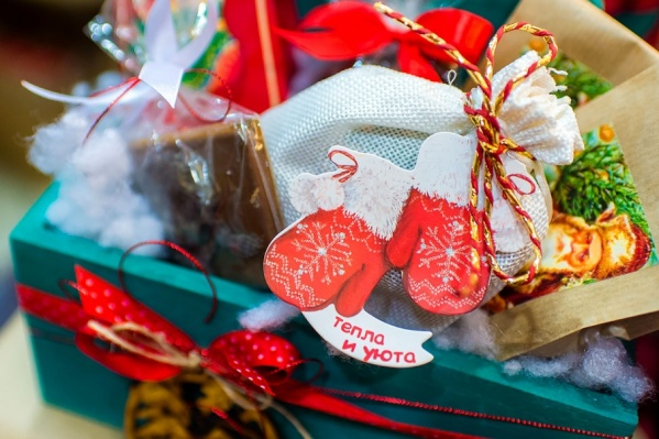 В соцзащите многодетным семьям посоветовали написать заявление с просьбой выделить им дополнительные подарки