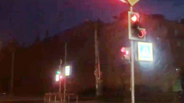 В центре Рыбинска появился вредный светофор