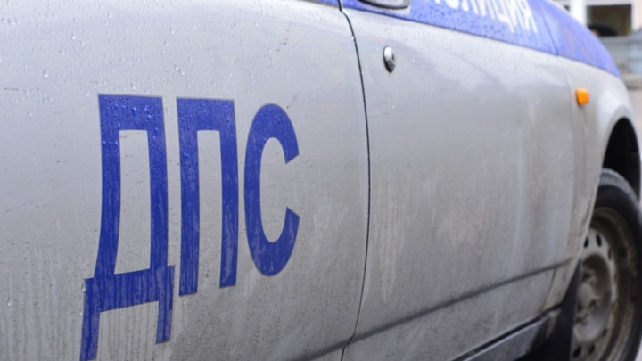 В Архангельске «Форд-Эскейп» пролетел несколько метров после столкновения со «Сканией»