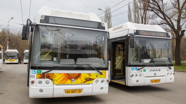 Волгоградцев вновь высадили из задымившегося автобуса