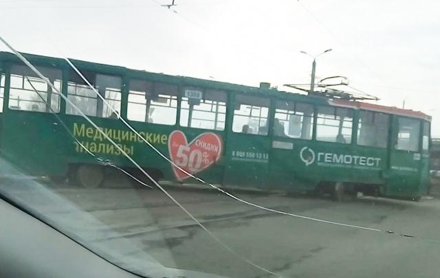 В Ленинском районе трамвай сошёл с рельсов