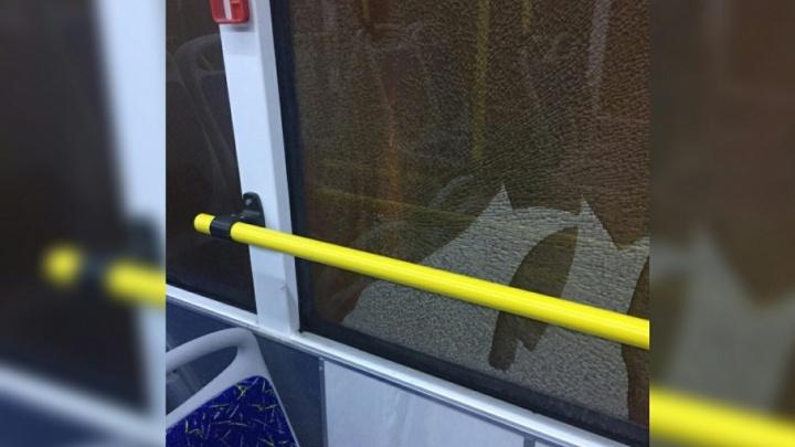 В Краснооктябрьском районе Волгограда расстреляли пассажирский автобус