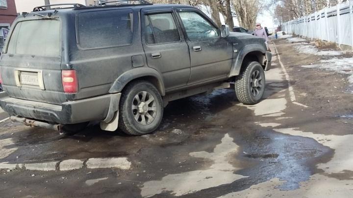 «Я паркуюсь, как чудак» vol. 2: хит-парад городских автохамов от читателей 29.ru