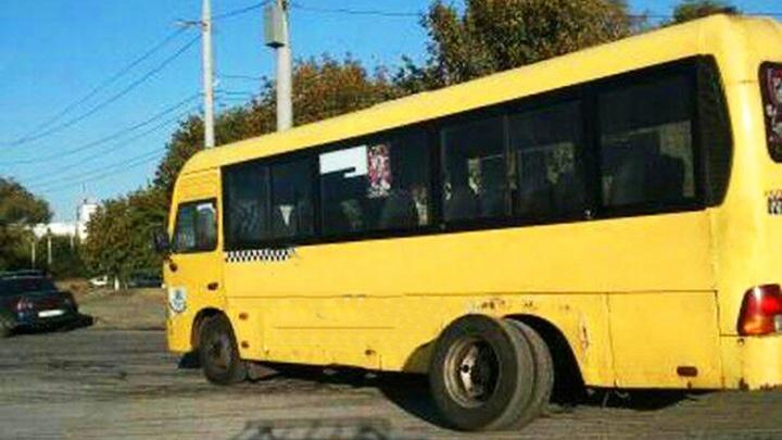 «Цена соответствует качеству»: у ростовской маршрутки в час-пик отвалились колеса