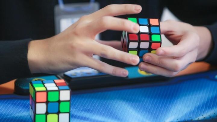 В Челябинске устроят соревнования по сборке кубика Рубика на скорость