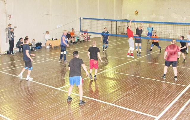 В Архангельске выбирают лучших волейболистов среди коммунальщиков