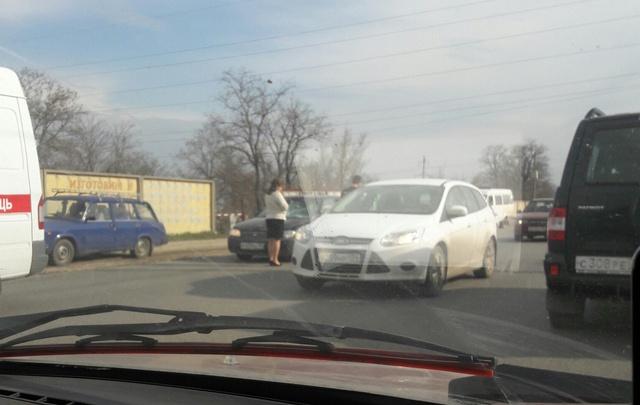 Иномарка сбила двух женщин в Волгограде напротив алюминиевого завода