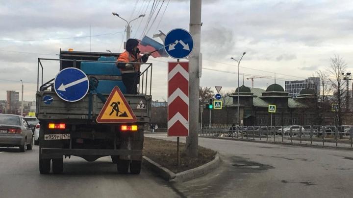 «Всё идёт по плану»: накануне приезда Путина в Челябинске помыли дорожные знаки