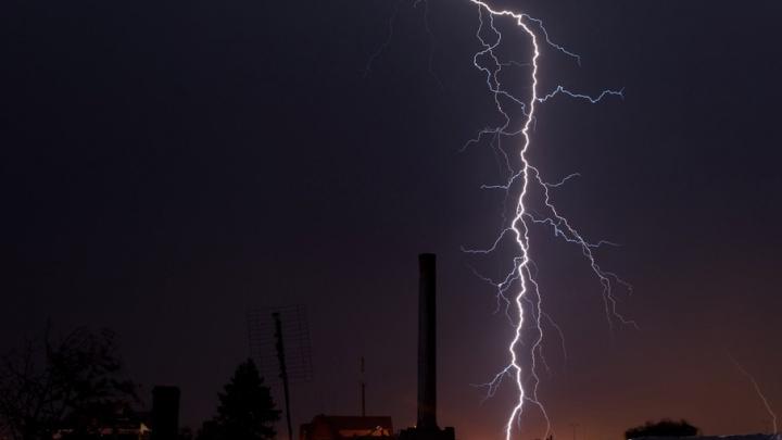 Гром и молния: в среду в Поморье грянет гроза и прольются ливни