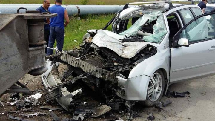 Смертельное ДТП на тюменской объездной: Ford въехал в стоящий на обочине автокран