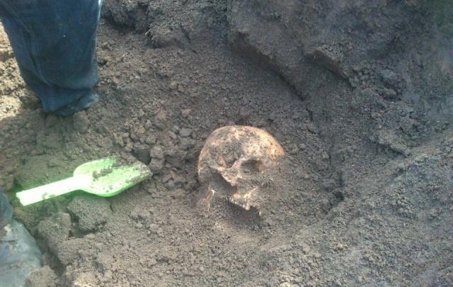 Поисковики опознали останки двух бойцов-защитников Ростова