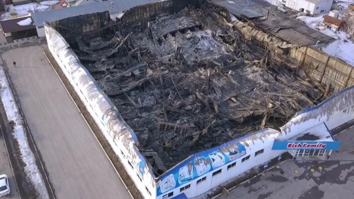 Теперь только сносить: смотрим на последствия пожара в Rich Family с высоты птичьего полёта