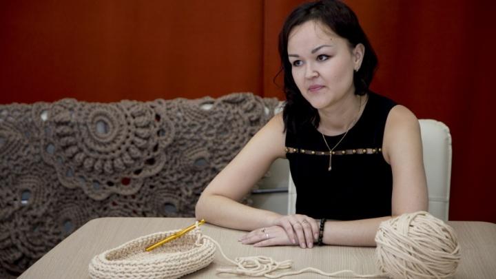 Бизнес в декрете: челябинка вяжет ажурные ковры для владельцев коттеджей