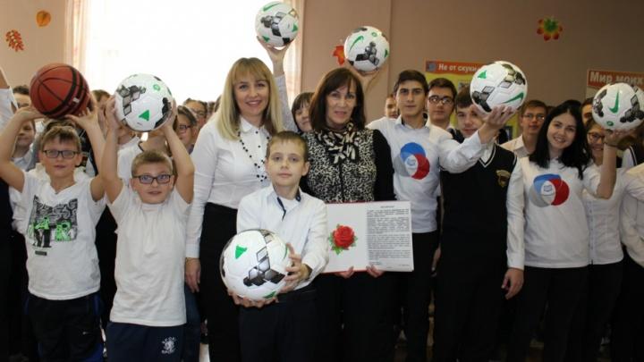 День белой трости: банк «Кубань Кредит» помог слабовидящим детям Ростова