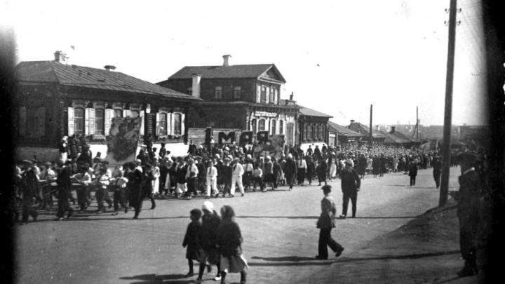 Первая прогулка в парке Гагарина и фотоателье вместо ТК «Куба»: каким был Челябинск 80 лет назад