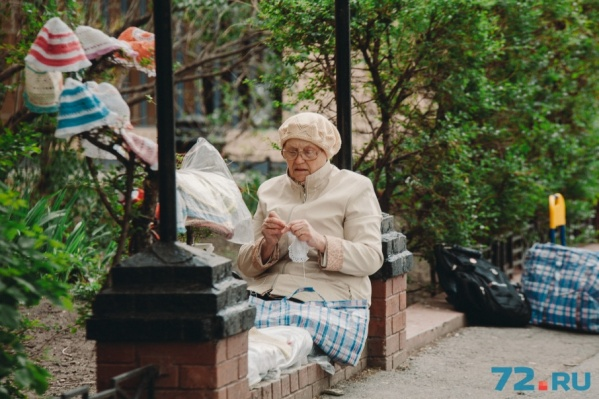 Многие тюменские пенсионеры вынуждены искать подработку: прожить на 8–12 тысяч рублей в месяц — крайне сложно